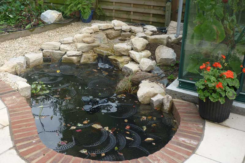 Allscapes contract landscape gardeners in beds berks for Garden pond edging